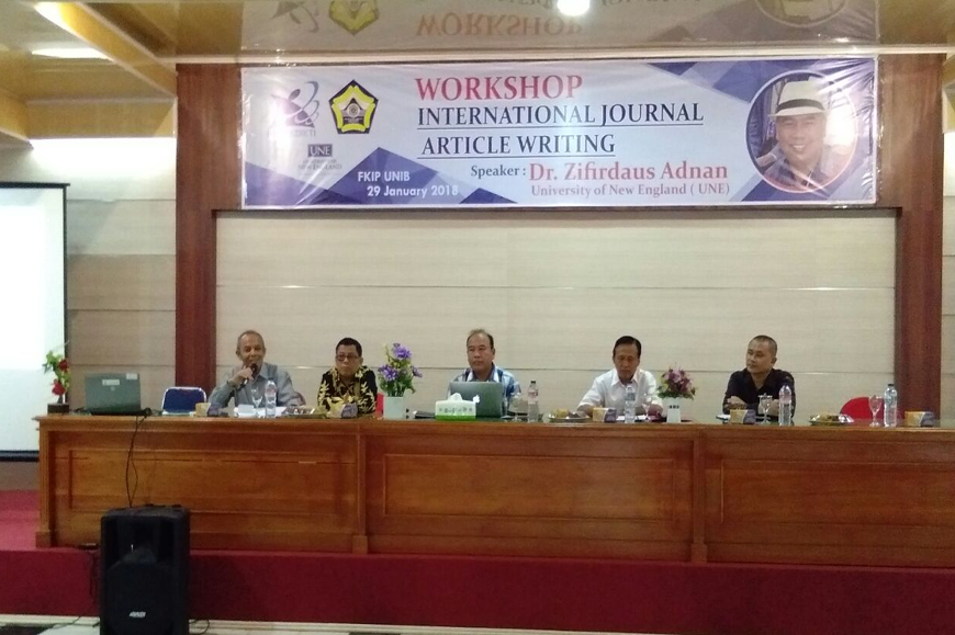Kegiatan Workshop Penulisan Journal Internasional Bersama Dr. Zifirdaus Adnan dari University of New England (UNE)