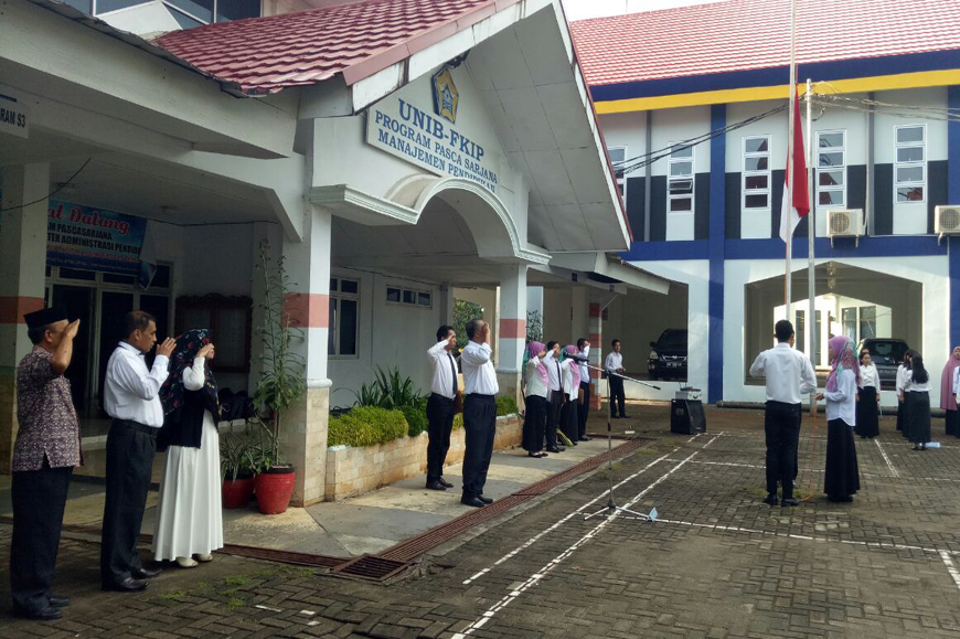 Pelaksanaan Upacara Bendera Pada Hari Senin oleh Mahasiswa PPG FKIP Universitas Bengkulu