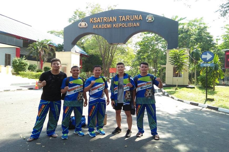 Mahasiswa Prodi Penjas FKIP meraih medali Emas pada Liga Gulat Mahasiswa Nasional di Semarang Jawa Tengah