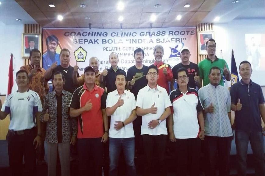Penjas FKIP Adakan Kegiatan Coaching Clinic Grass Roots Sepak Bola Bersama Indra Sjafri Pelatih Tim U-19 Indonesia